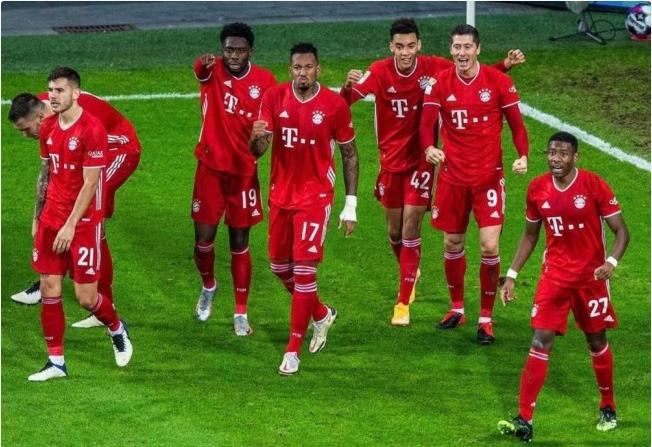 莱万梅开二度补时绝杀 拜仁2-1逆转勒沃库森