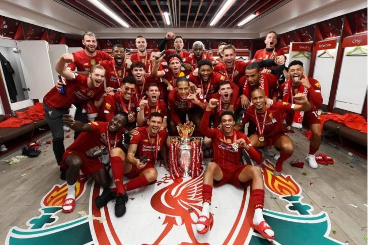 英超年度积分榜:利物浦11分优势居首 曼联紧追曼城