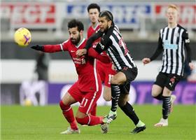 利物浦0-0闷平纽卡斯尔仍领跑 萨拉赫失单刀
